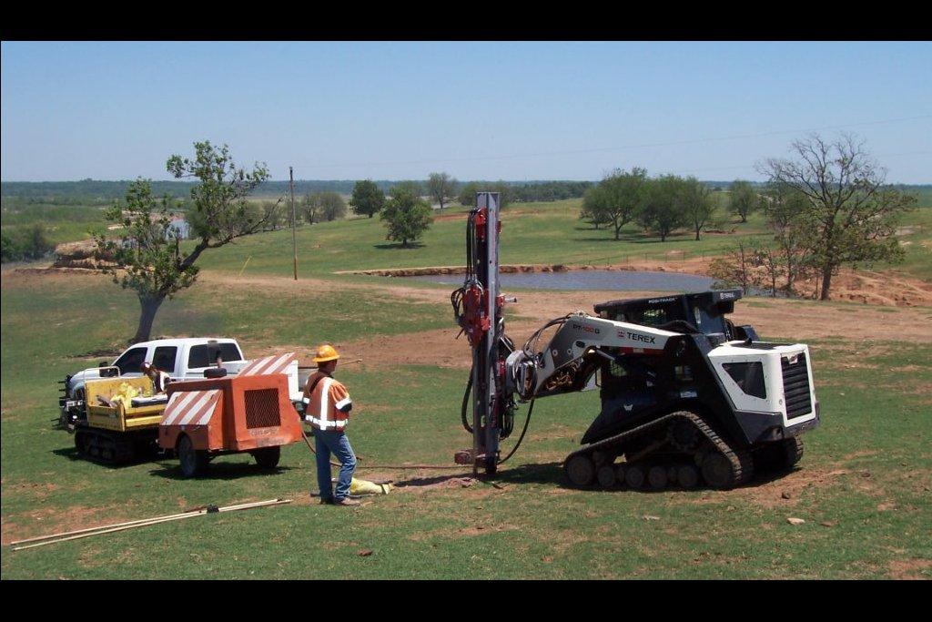 Rock Blasting Service : Seismic services drilling rock